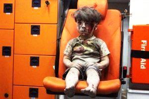 """La bufala del """"bambino ferito sul sedile arancione"""