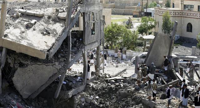 Raid saudita in Yemen fa una strage durante un funerale: 700 tra vittime e feriti
