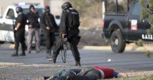 SALTILLO, COAHUILA, 19NOVIEMBRE2012.-  Esta tarde se registró un enfrentamiento entre elementos policiacos y un grupo de delincuentes, lo cual activó la alerta roja, dejando como saldo dos delincuentes abatidos, uno detenido y un elemento policiaco herido. FOTO: CUARTOSCURO.COM