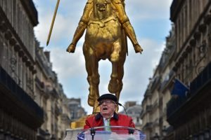 France's far-right National Front (FN) founder Jean-Marie Le Pen delivers a speech during a May Day rally in honour of Joan of Arc (statue) in Paris on May 1, 2017. / AFP PHOTO / CHRISTOPHE ARCHAMBAULT