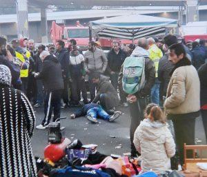 Torino, violenta lite al mercato: uomo ucciso con una coltellata alla gola