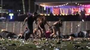 Las Vegas, spari sulla folla a un concerto country: 58 morti e 515 feriti Las Vegas, gli spari sulla follaIsis rivendica. L'Fbi: non è terrorismo