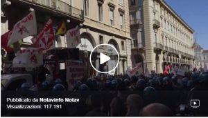 Polizia picchia primo maggio